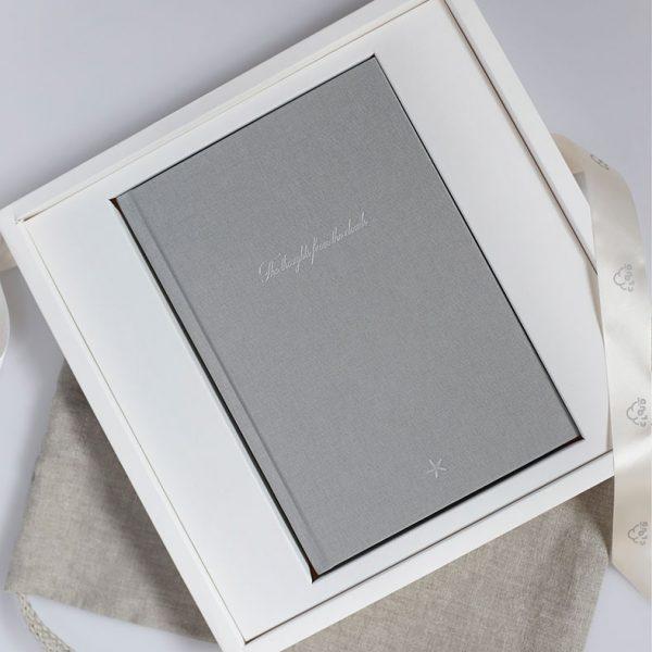 Darbo knyga tekstiliniu viršeliu SIDABRINĖ ŽVAIGŽDĖ A5 formatas dėžutėje